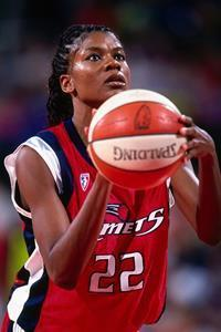 Flexion Therapeutics partners with the National Basketball Retired Players Association and Sheryl Swoopes to raise awareness of osteoarthritis knee pain. Photo credit NBAE/GETTY Images.