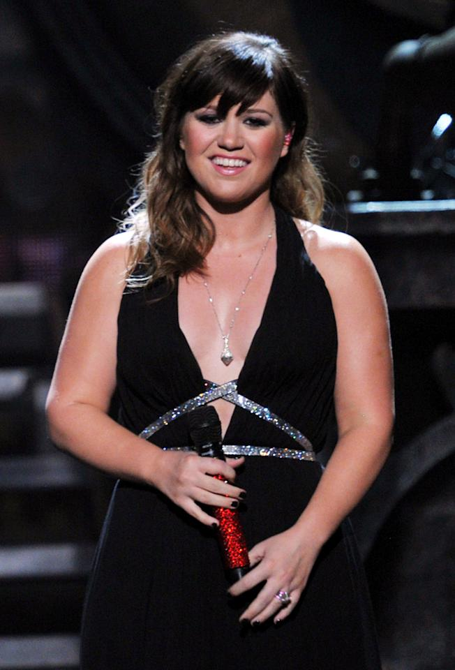LOS ANGELES, CA - FEBRUARY 12:  Singer Kelly Clarkson performs onstage at the 54th Annual GRAMMY Awards held at Staples Center on February 12, 2012 in Los Angeles, California.  (Photo by Kevin Winter/Getty Images)