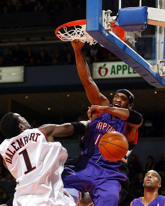 Carter became a star dunking with the Raptors. (Getty Images)