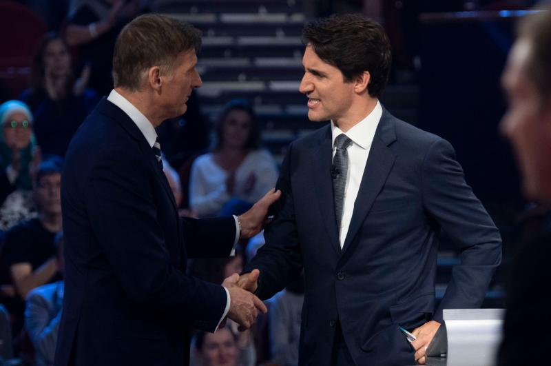 People's Party of Canada leader Maxime Bernier (L) and Canada's Prime Minister and Liberal leader Justin Trudeau shake hands following the Federal leaders French language debate at the Canadian Museum of History in Gatineau, Quebec on October 10, 2019. (Photo by Adrian Wyld / POOL / AFP) (Photo by ADRIAN WYLD/POOL/AFP via Getty Images)