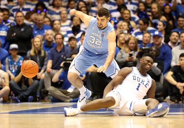 "<a class=""link rapid-noclick-resp"" href=""https://sports.yahoo.com/ncaab/players/147096/"" data-ylk=""slk:Zion Williamson"">Zion Williamson</a> <span> left Wednesday's game against UNC after slipping and falling in the first minute. (Getty)</span>"