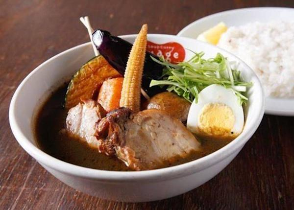▲Braised Lavender Pork Curry (1,150 yen). Main ingredients are braised lavender pork, potato, pumpkin, eggplant and young corn.