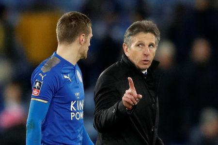 Soccer Football - FA Cup Fifth Round - Leicester City vs Sheffield United - King Power Stadium, Leicester, Britain - February 16, 2018 Leicester City manager Claude Puel talks to Jamie Vardy at the end of the match Action Images via Reuters/Carl Recine