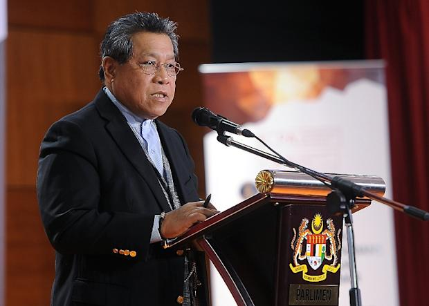 In a letter addressed to Klang MP Charles Santiago, Tan Sri Pandikar Amin Mulia (pic) said steps to address the issue of child poverty were already being taken by the government. — Bernama pic