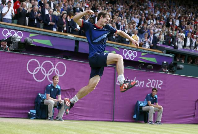 Britain's Andy Murray celebrates after defeating Switzerland's Roger Federer in the men's singles tennis gold medal match at the All England Lawn Tennis Club during the London 2012 Olympic Games August 5, 2012. REUTERS/Stefan Wermuth (BRITAIN - Tags: OLYMPICS SPORT TENNIS TPX IMAGES OF THE DAY)
