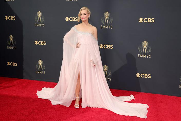 Beth Behrs attends the 73rd Primetime Emmy Awaron Sept. 19 at L.A. LIVE in Los Angeles. (Photo: Rich Fury/Getty Images)
