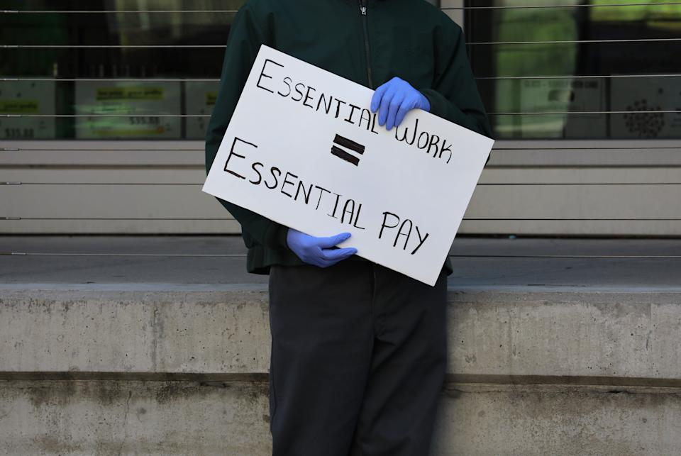 A grocery store worker at a protest in Boston on April 7. (Photo: Boston Globe via Getty Images)