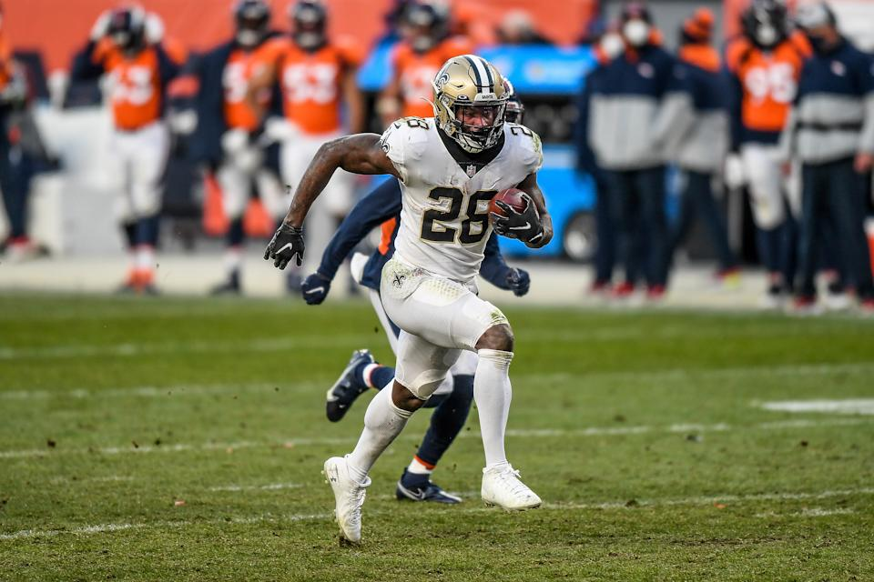 Latavius Murray carries the ball with the Saints.