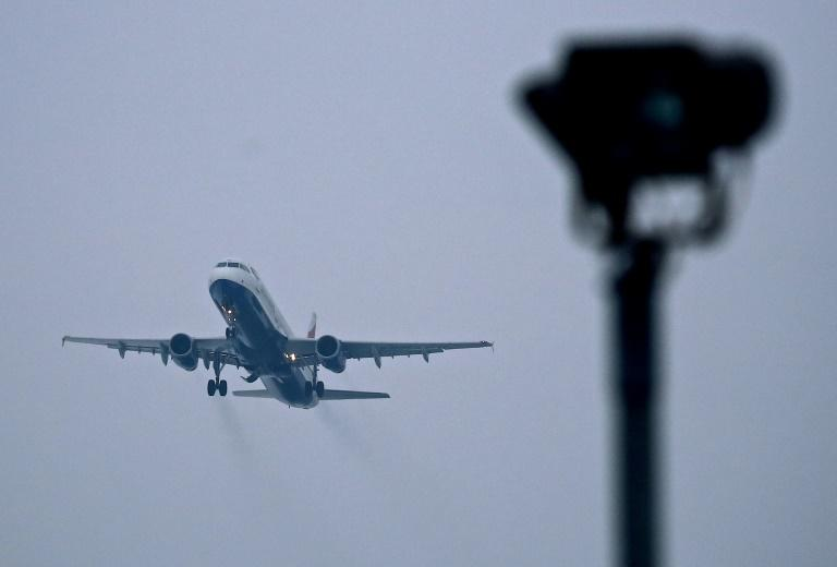The airline industry estimates it accounts for 2-3 percent of global CO2 emissions (AFP Photo/ANDREW COWIE)