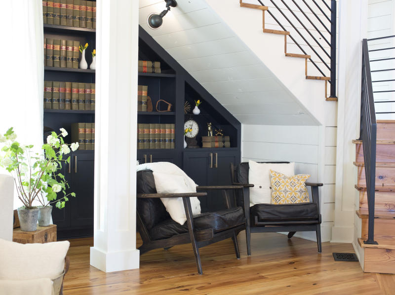 A reading nook beneath the stairs on the first fl (Fort Worth Star-Telegram via Getty Images)