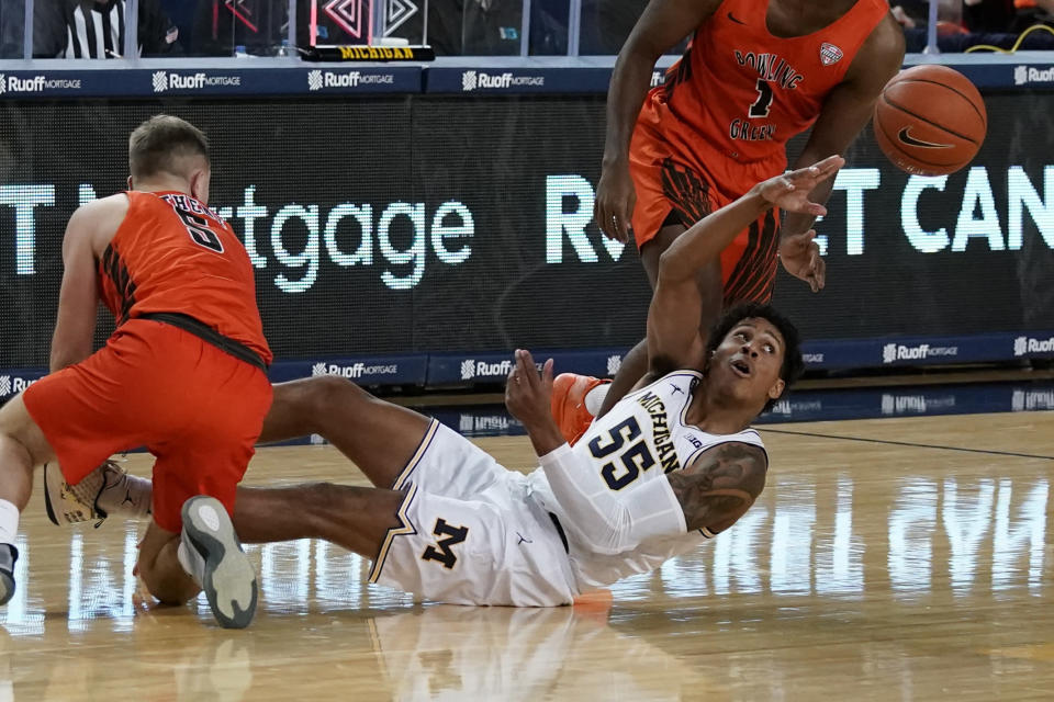 Michigan guard Eli Brooks (55) passes the ball as Bowling Green guard Kaden Metheny (5) defends during the first half of an NCAA college basketball game, Wednesday, Nov. 25, 2020, in Ann Arbor, Mich. (AP Photo/Carlos Osorio)