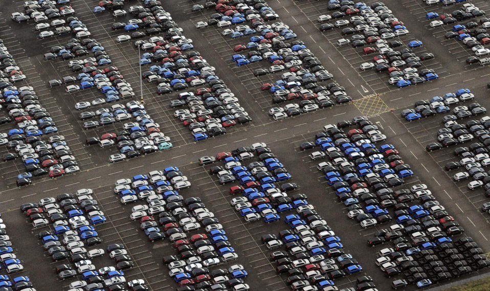 New Nissan cars are parked outside the company's factory in Washington, northern England December 18, 2008. The British government is considering whether help should be given to struggling car makers, but there will not be widespread industrial bailouts. REUTERS/Nigel Roddis (BRITAIN)