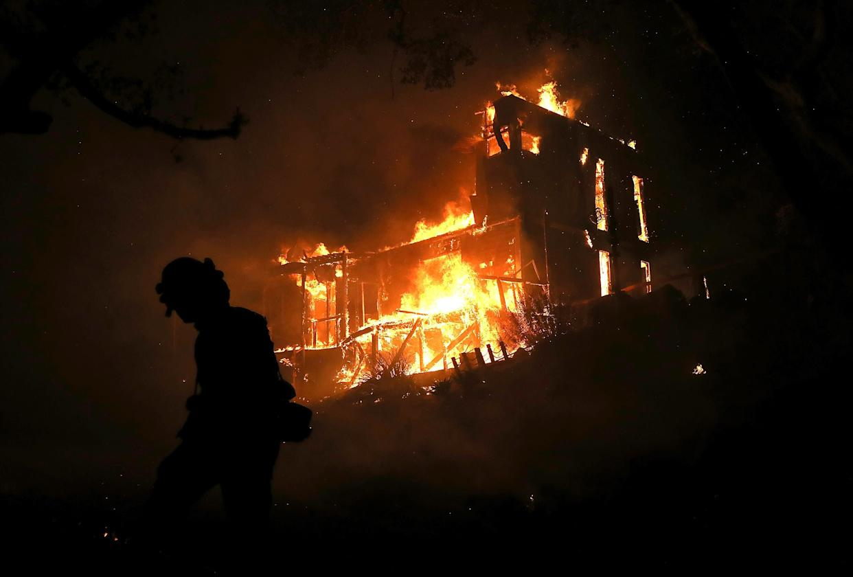A home is consumed by fire in Ojai, California, on Dec. 7. (Photo: Justin Sullivan via Getty Images)