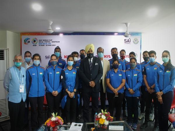 NRAI President Raninder Singh with Indian shooting contingent