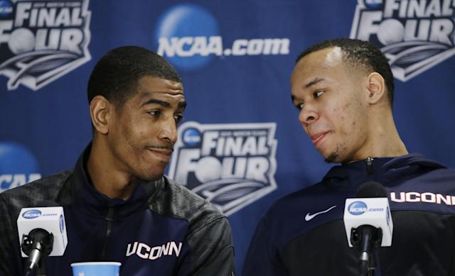 Connecticut head coach Kevin Ollie, left, and guard Shabazz Napier chat with each other during a news conference for the NCAA Final Four tournament college basketball championship game Sunday, April 6, 2014, in Arlington, Texas. Connecticut plays Kentucky in the championship game on Monday, April 7. 2014. (AP Photo/David J. Phillip)
