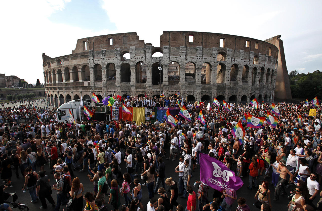 People march past the Colosseum during the Europride gay parade in downtown Rome June 11, 2011.  REUTERS/Alessia Pierdomenico