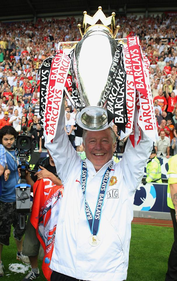 WIGAN, ENGLAND - MAY 11:  Sir Alex Ferguson of Manchester United celebrates with the Premier League trophy on the pitch the Barclays FA Premier League match between Wigan Athletic and Manchester United at the JJB Stadium on May 11 2008, in Wigan, England. (Photo by Matthew Peters/Manchester United via Getty Images)