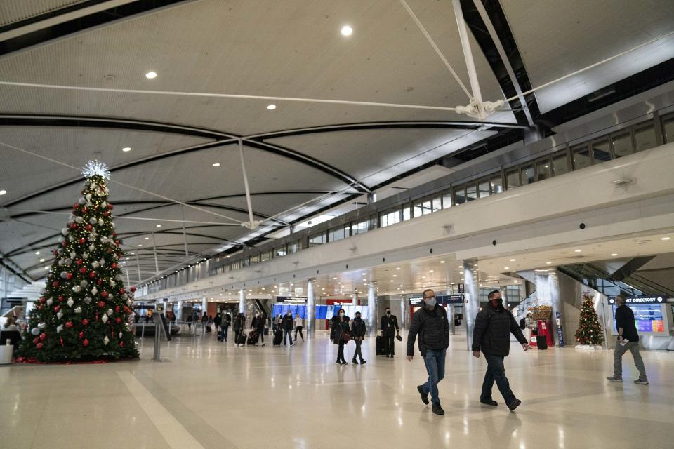 Travelers walk through the Detroit Metropolitan Airport in Romulus, Michigan on December 17, 2020. Photo: PA