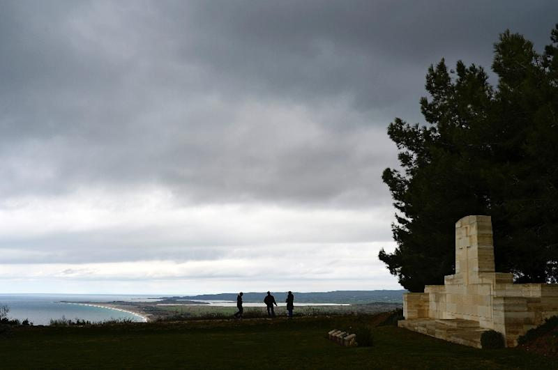 A war memorial for British soldiers fallen as part of the Gallipoli campaign during World War I is pictured in Canakkale on January 29, 2014 (AFP Photo/Bulent Kilic)