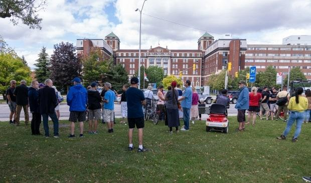 Protesters gather across from the Ottawa Hospital's Civic campus on Carling Avenue to denounce public health measures during the COVID-19 pandemic on Sept. 13, 2021. (Francis Ferland/CBC - image credit)