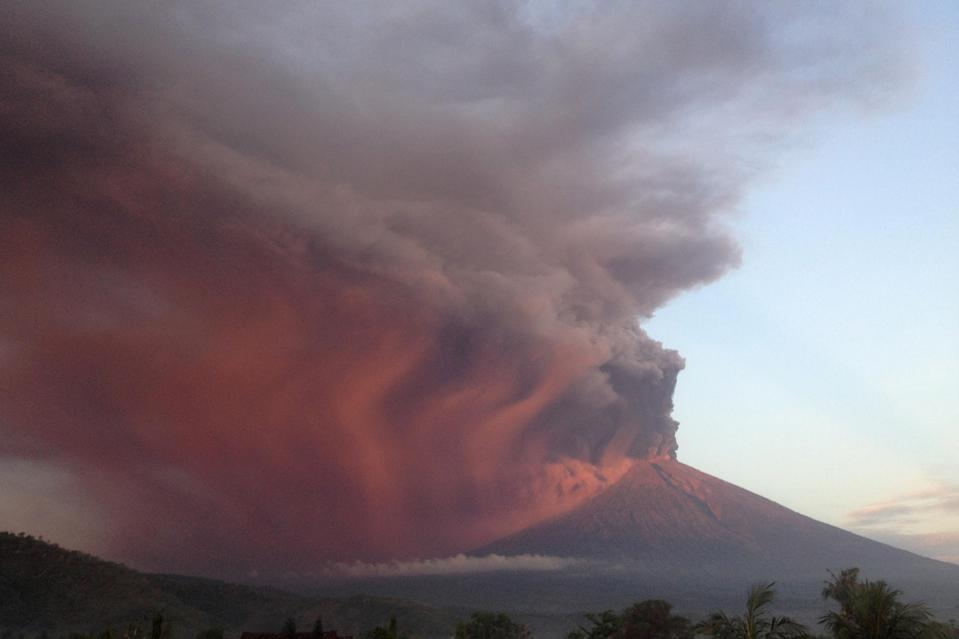 <p>Indonesia's Mount Agung volcano erupts as seen from Amed, Karangasem, Bali, Indonesia Nov. 26, 2017. (Photo: Jose Colreavy/Reuters) </p>