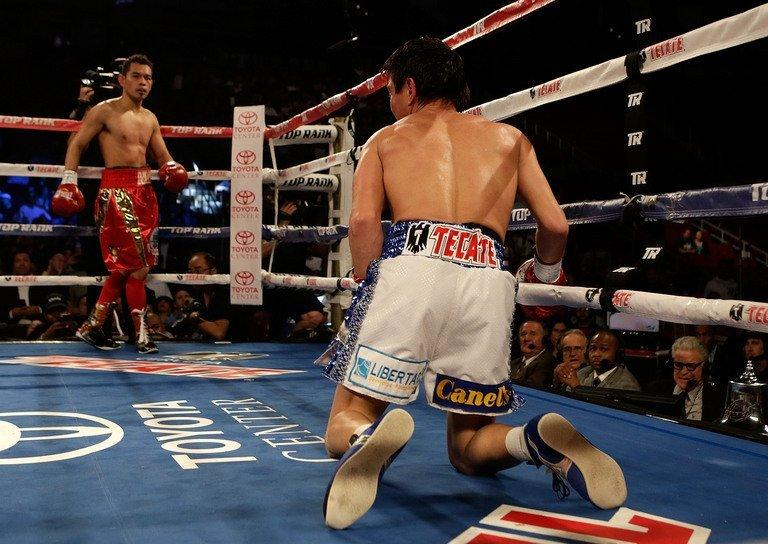 Nonito Donaire (L) knocks out Mexico's Jorge Arce at the end of the third round, in Houston, on December 15, 2012