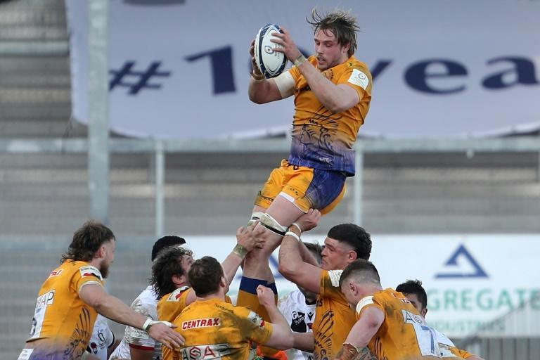 Scottish lock Jonny Gray was a dominant force in the lineout and scored two tries as Exeter beat Lyon in the European Champions Cup