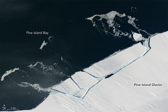 A Manhattan-sized Pine Island iceberg breaking off from Antarctica in January 2017, before the even bigger event later that year.