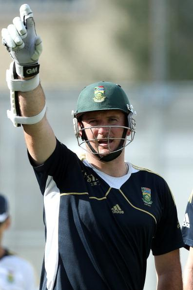 BRISBANE, AUSTRALIA - NOVEMBER 06:  Graeme Smith looks on during a South African training session at The Gabba on November 6, 2012 in Brisbane, Australia.  (Photo by Chris Hyde/Getty Images)
