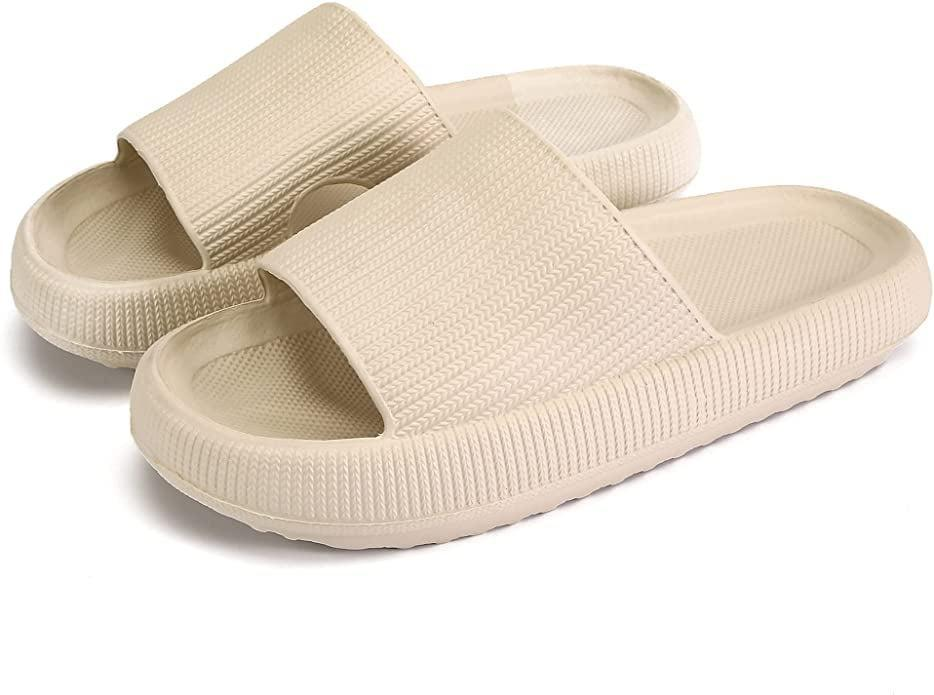 <p><span>Pillow Slides Slippers in Biege</span> ($20)</p>