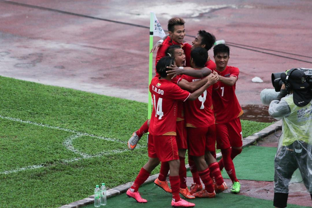 <p>Singapore fell to a 2-0 defeat to Myanmar in the opening Group A match in the SEA Games at the Selayang Stadium on Monday (14 August). Photo: Fadza Ishak for Yahoo </p>