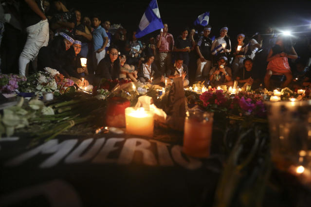 <p>Demonstrators hold a candlelight vigil in honor of those who have died during anti-government protests in Managua, Nicaragua, Wednesday, April 25, 2018. On Sunday, President Daniel Ortega backed off a social security overhaul that triggered protests, during which at least 30 people have died according to human rights groups. (Photo: Alfredo Zuniga/AP) </p>