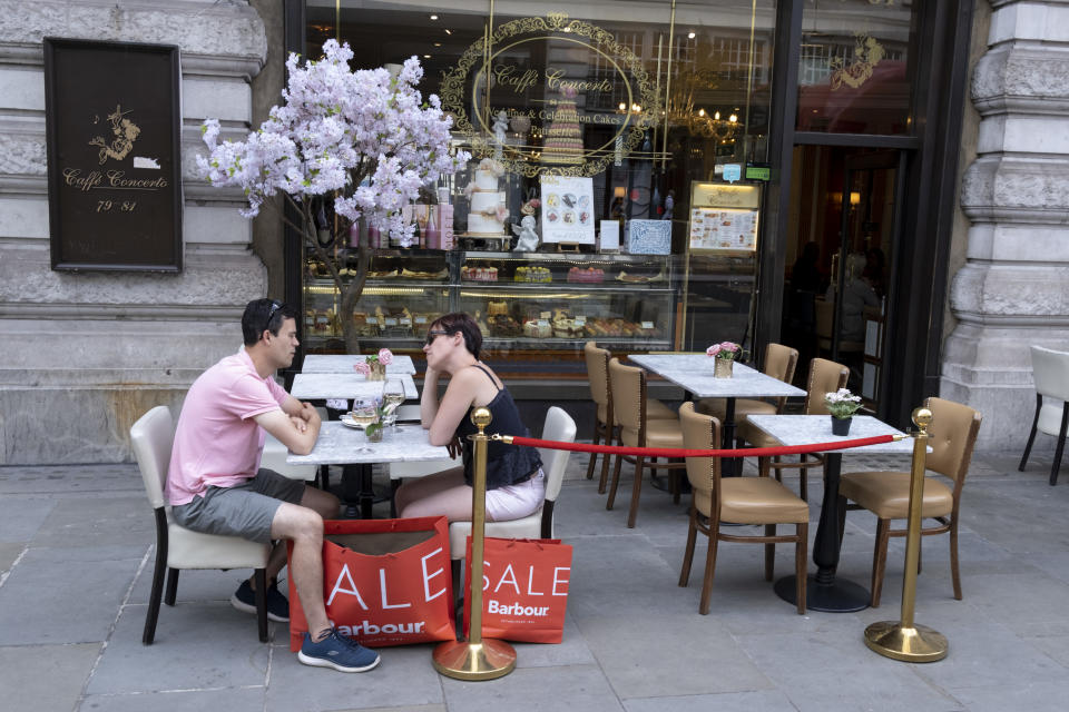 A shopping couple enjoy cool drinks at Caffe Concerto on Regent Street, on Covid 'Freedom Day', on 19 July, in London, England. Photo: Richard Baker/In Pictures via Getty Images