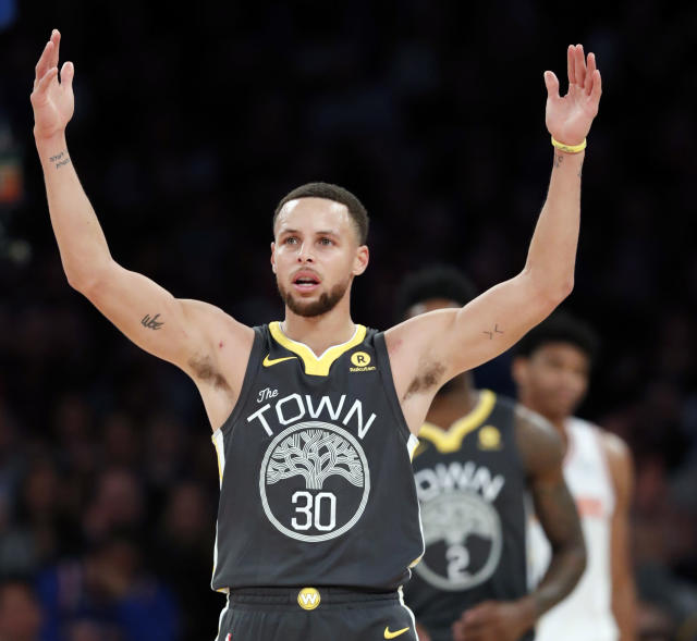 "<a class=""link rapid-noclick-resp"" href=""/nba/teams/gsw/"" data-ylk=""slk:Golden State Warriors"">Golden State Warriors</a> forward <a class=""link rapid-noclick-resp"" href=""/nba/players/4612/"" data-ylk=""slk:Stephen Curry"">Stephen Curry</a> celebrates toward fans during the second half of an NBA basketball game against the <a class=""link rapid-noclick-resp"" href=""/nba/teams/nyk/"" data-ylk=""slk:New York Knicks"">New York Knicks</a>, Monday, Feb. 26, 2018 in New York. The Warriors defeated the Knicks 125-111. (AP Photo/Kathy Willens)"