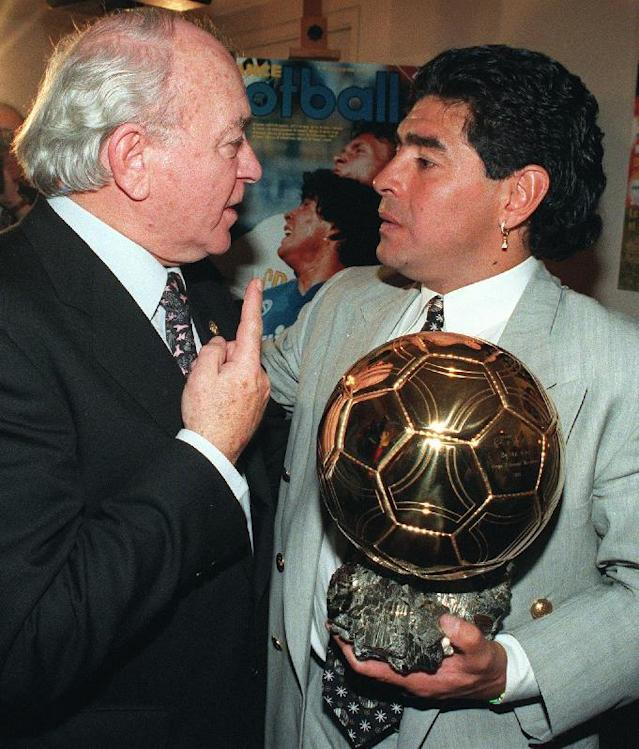 """FILE - In this Jan. 3, 1995 file photo, former Argentina soccer star Alfredo di Stefano, left, congratulates fellow countryman Diego Maradona after he received the """"Golden Ball"""" award for his lifetime achievement, in Paris. Di Stefano, whose goals placed him alongside the all-time great players and propelled Real Madrid to five straight European Champions Cups, has died on Monday, July 7, 2014. He was 88. (AP Photo/Remy de la Mauviniere, File)"""