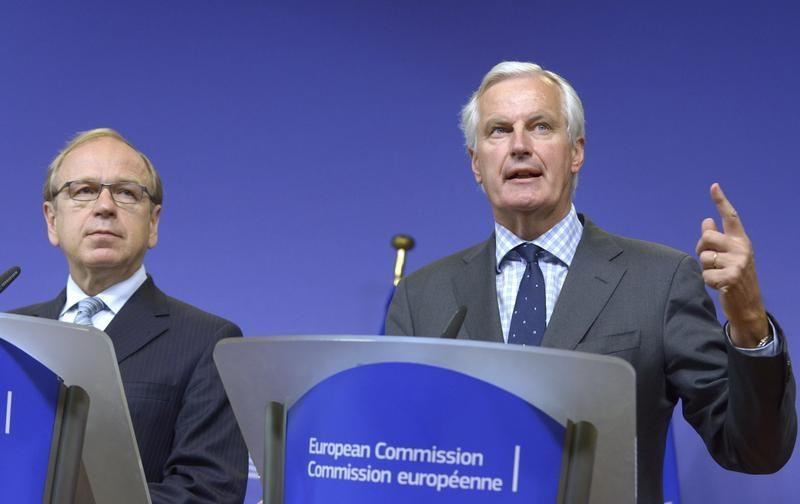 Bank of Finland Governor Liikanen and EU Commissioner in charge of regulation Barnier hold joint news conference in Brussels