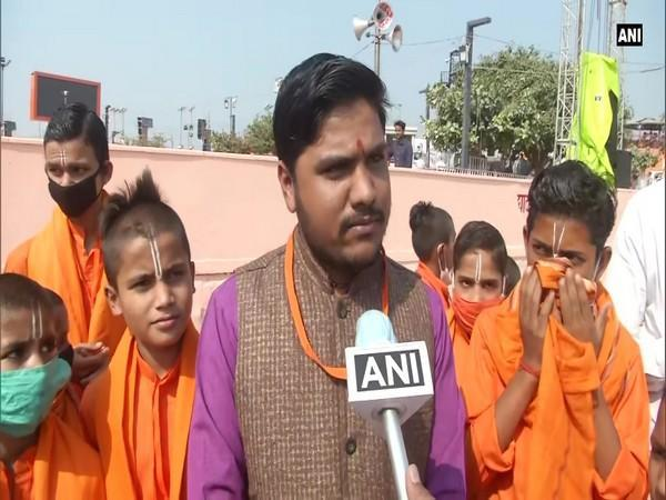 Gurukul students of Ram ki Paidi prepare for Deepotsav (Photo ANI)