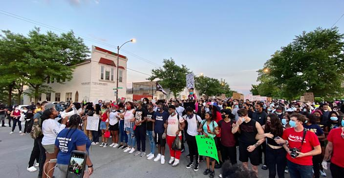 Alycia Kamil, 19, speaks to a crowd gathered in Chicago's Bronzeville neighborhood on June 4, 2020.