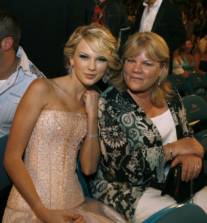 Musician Taylor Swift and her mother Andrea Finlay pose in the audience during the 42nd Annual Academy Of Country Music Awards held at the MGM Grand Garden Arena on May 15, 2007 in Las Vegas, Nevada.