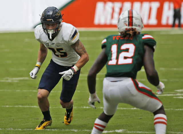 """Toledo wide receiver Cody Thompson (25) squares off with Miami defensive back <a class=""""link rapid-noclick-resp"""" href=""""/ncaaf/players/267330/"""" data-ylk=""""slk:Malek Young"""">Malek Young</a> (12) during the first half of an NCAA College football game, Saturday, Sept. 23, 2017 in Miami Gardens, Fla. (AP Photo/Wilfredo Lee)"""