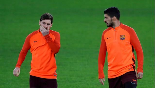 Soccer Football - Champions League - FC Barcelona Training - Stamford Bridge, London, Britain - February 19, 2018 Barcelona's Lionel Messi and Luis Suarez during training Action Images via Reuters/Matthew Childs