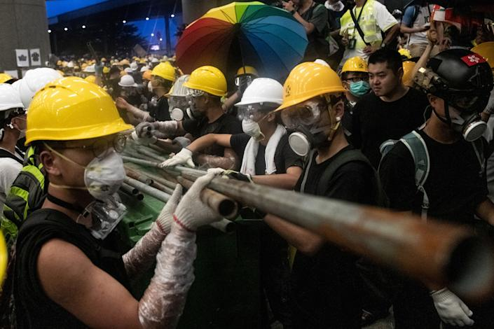 Protesters use metal rods to smash glass doors and windows of the government headquarters in Hong Kong on July 1, 2019. (Photo: Philip Fong/AFP/Getty Images)