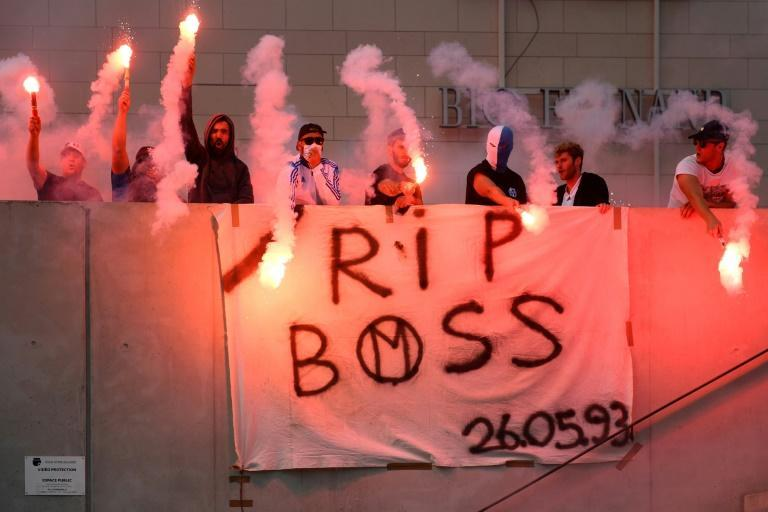 Marseille's supporters wave flares as they pay homage to late Bernard Tapie (AFP/CLEMENT MAHOUDEAU)