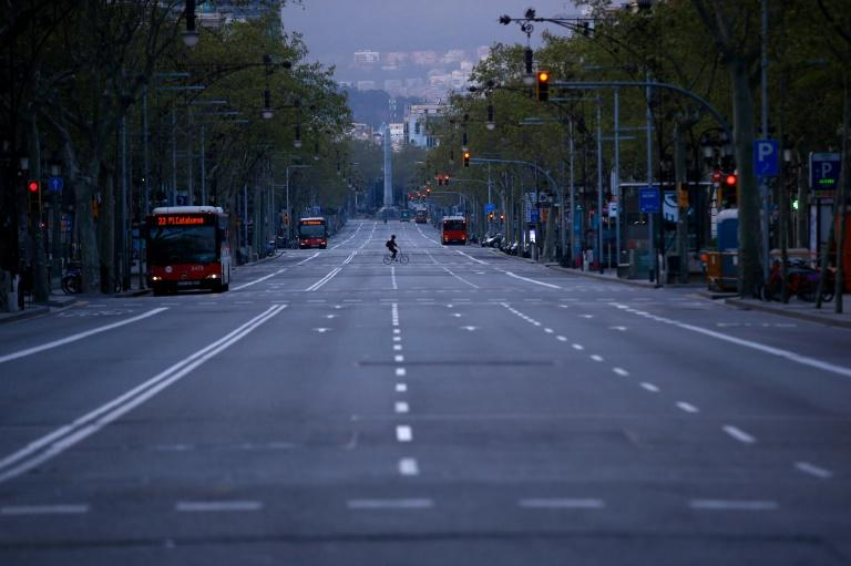 The shutdown in Spain has emptied the streets of the main cities, such as Barcelona (AFP Photo/Pau Barrena)