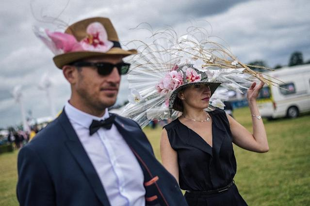 Dressed to the nines, some 40,000 spectators flocked to Sunday's Prix de Diane race in Chantilly, just north of Paris (AFP Photo/LUCAS BARIOULET)