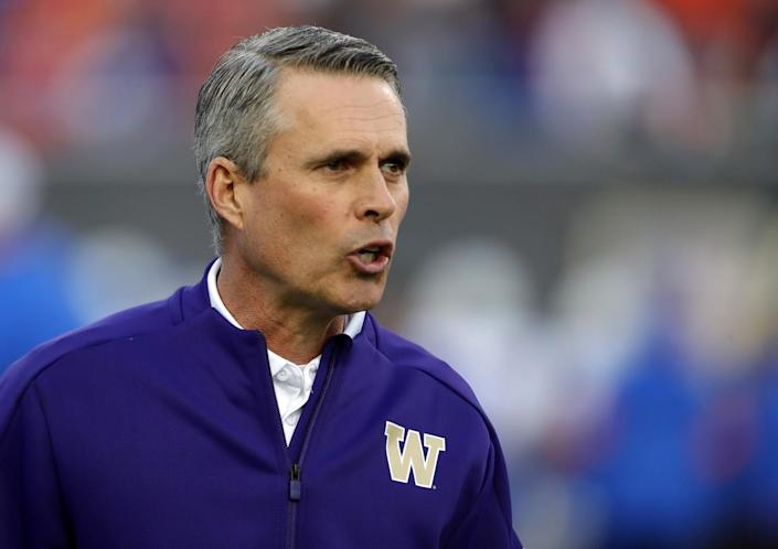 Washington head coach Chris Petersen instructs his players in December 2019.
