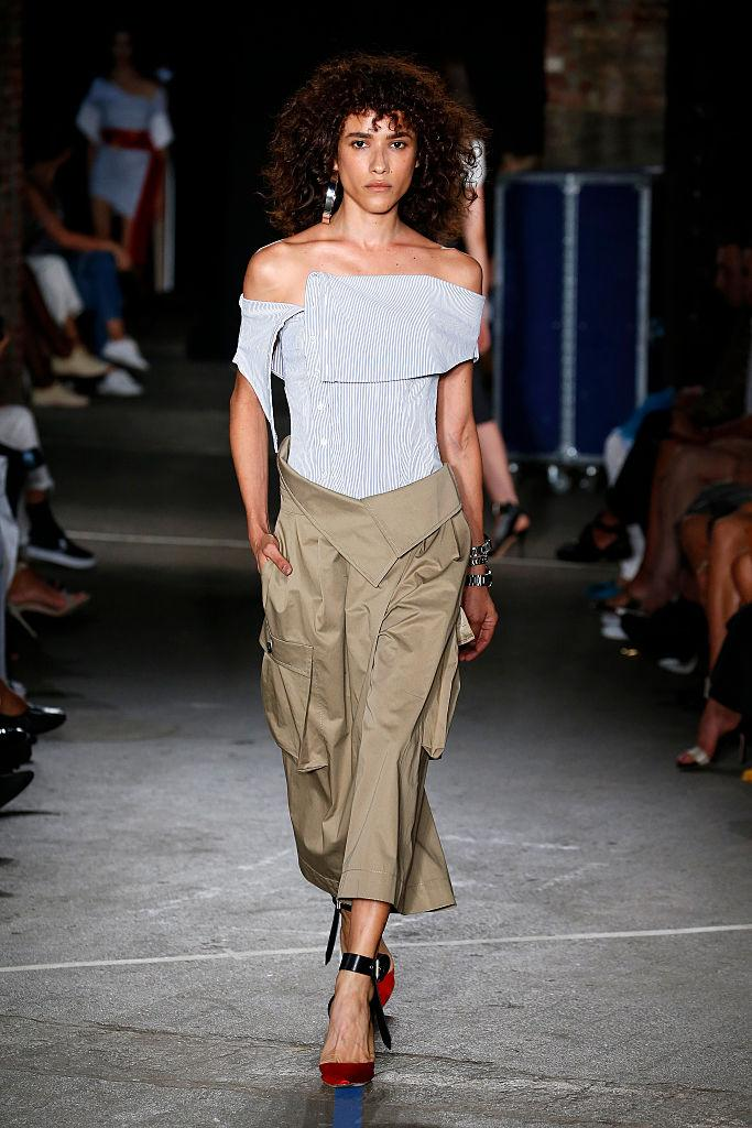 Monse paired cropped, baggy cargo pants paired with a form-fitting top and feminine heels at New York Fashion Week 2016. (Photo: Getty)