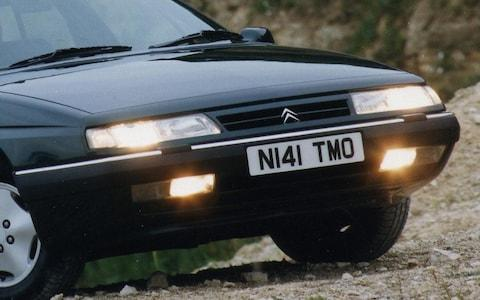 Front fog lights, dipped beams and sidelights of a Citroen XM