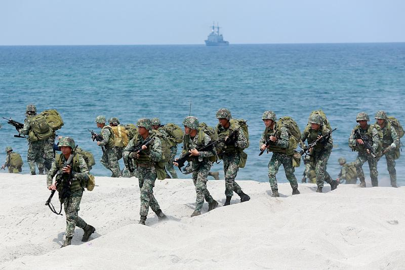 File Photo: Filipino soldiers participate in the Amphibious Landing training as part of the 2018 Balikatan Exercises between the Philippines and the United States in Zambales Province, the Philippines, on May 9, 2018. (Photo: Xinhua/Rouelle Umali via Getty Images)