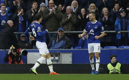 Britain Football Soccer - Everton v West Bromwich Albion - Premier League - Goodison Park - 11/3/17 Everton's Morgan Schneiderlin celebrates scoring their second goal with Ross Barkley  Action Images via Reuters / Craig Brough